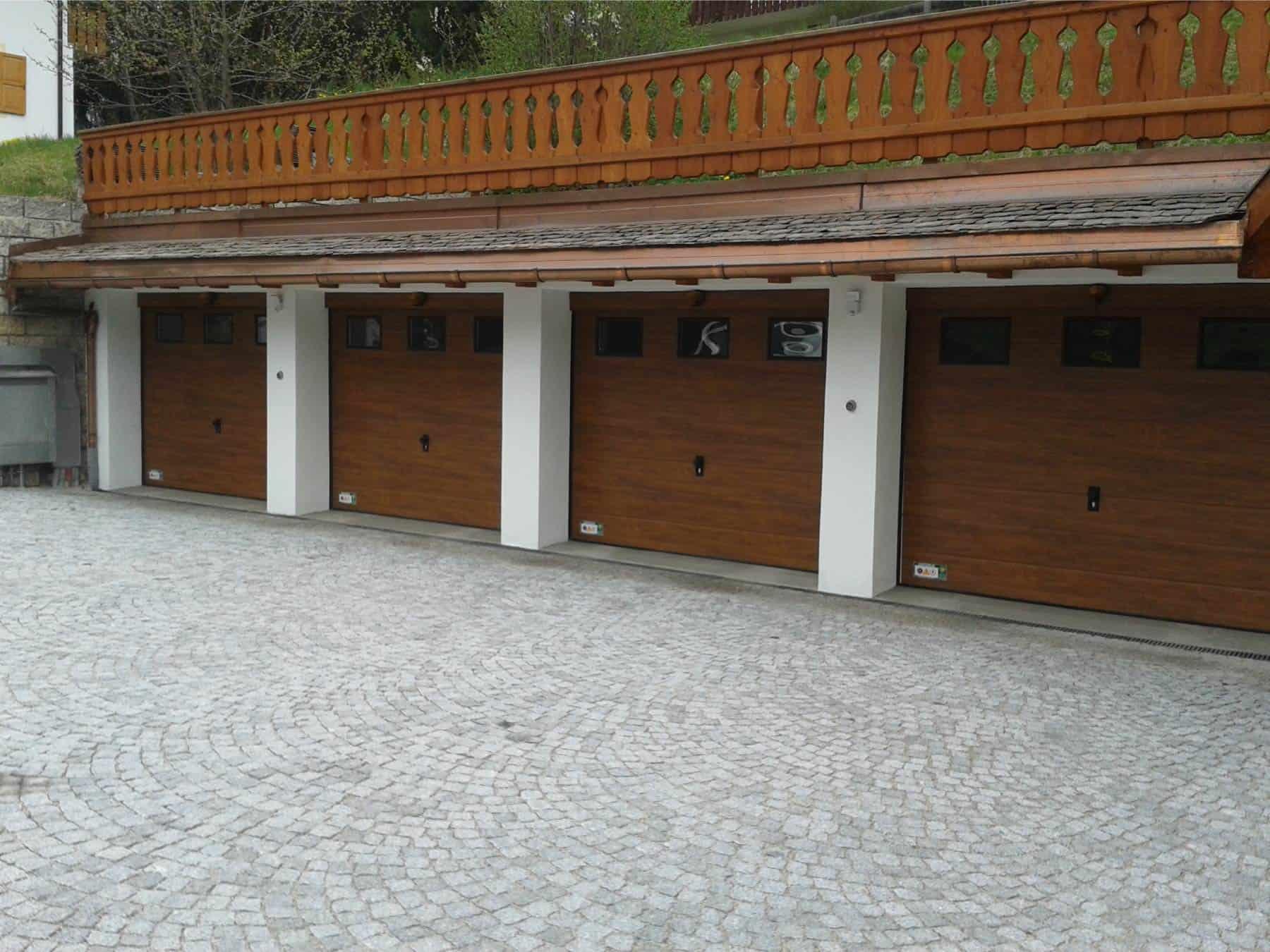 Sektionaltore Garagentore Holzimitation