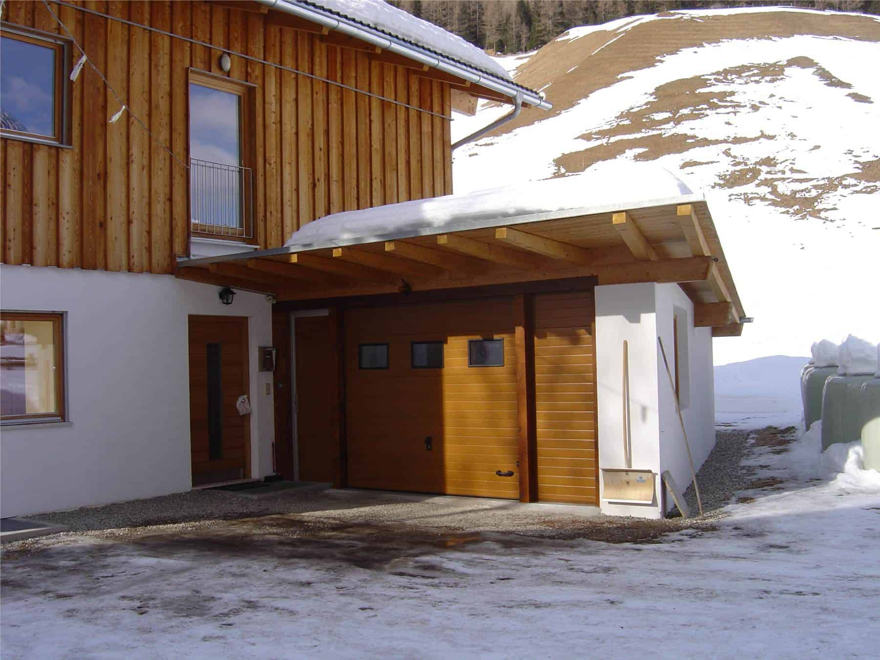 Sektionaltor Holzstruktur Seitentür